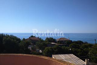 Espectacular villa con piscina y vistas al mar  Alicante