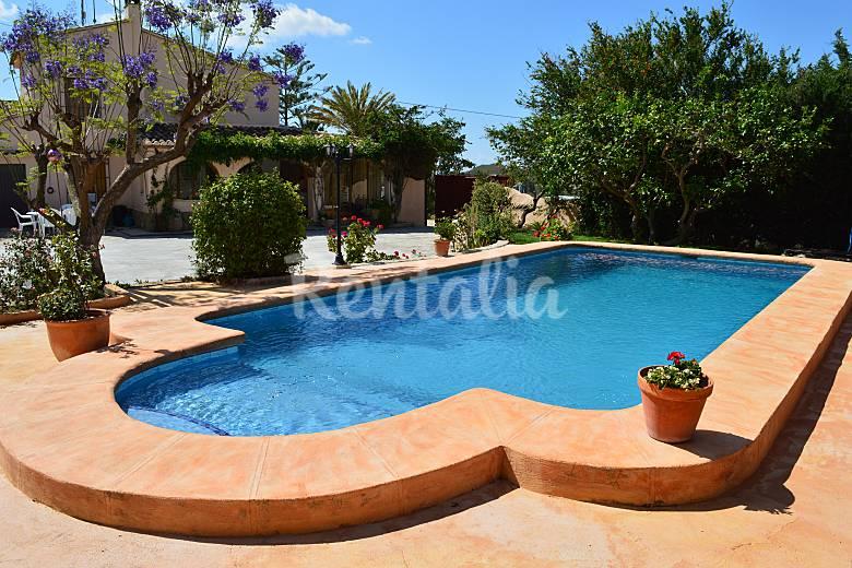 Casa de campo con piscina entre calpe y benissa benissa for Casas rurales alicante con piscina