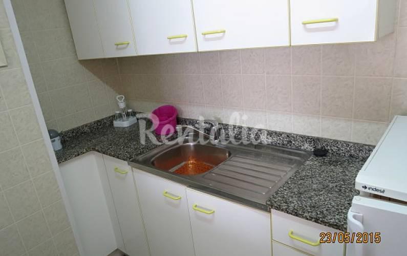 Appartement pour 2 4 personnes 50 m de la plage blanes for Fumer dans la salle de bain