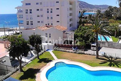 Apartamento con piscina y parking en primera línea Alicante