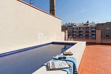 Terraza y piscina restaurado aut ntico comfort for Piscina publica barcelona