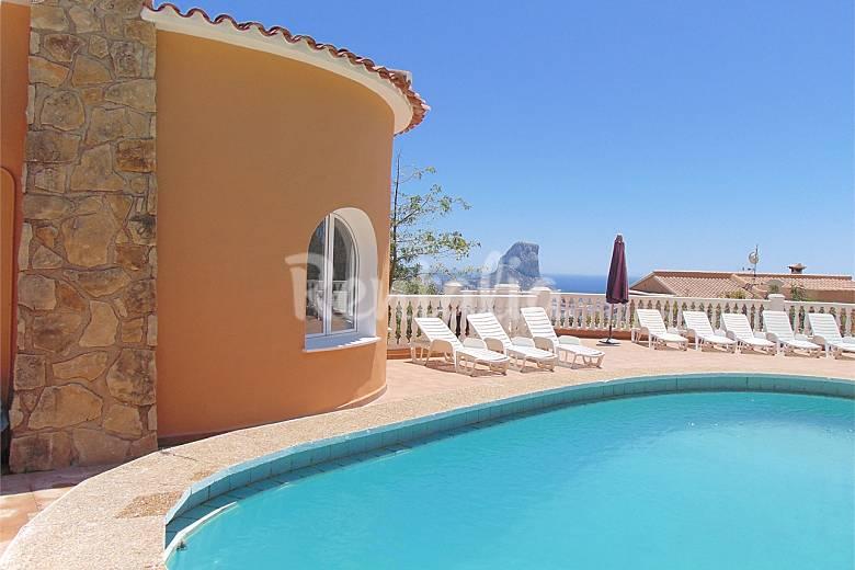Villa con piscina privada y vistas al mar en calpe calpe for Piscinas calpe