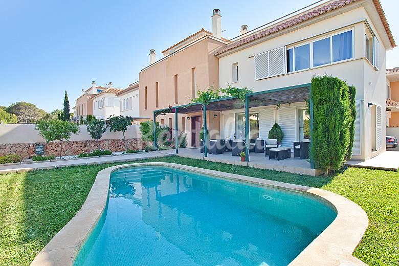 Casa con piscina privada para 6 personas maioris decima for Casas con piscina mallorca
