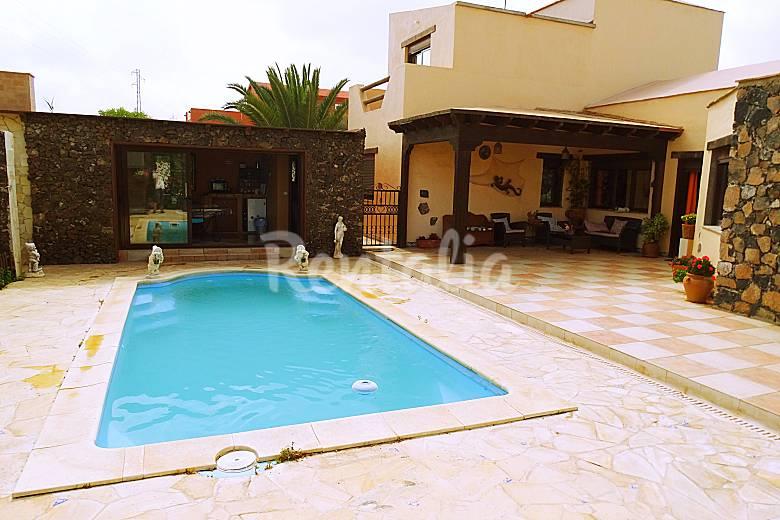 Villa maravilla piscina barbacoa y wifi villaverde la for Casas rurales en el sur de tenerife con piscina
