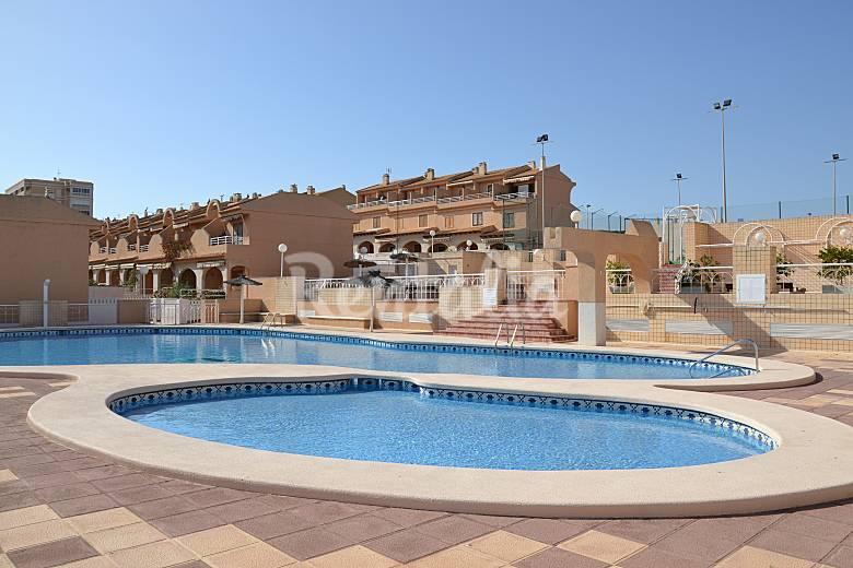 Apartamento para 4 personas en arenales del sol los for Piscina alicante