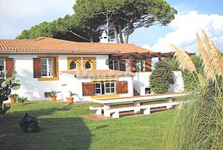 Villa for 8-12 people only 800 meters from the beach Latina