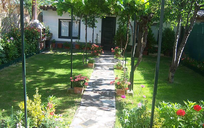 Casa de 5 habitaciones en logro o centro logro o rioja for Centro medico ciudad jardin