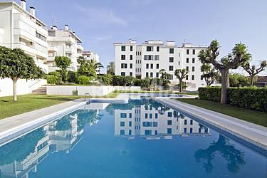 Apartamento para 6 8 personas a 50 m de la playa sitges for Piscina 50 metros barcelona