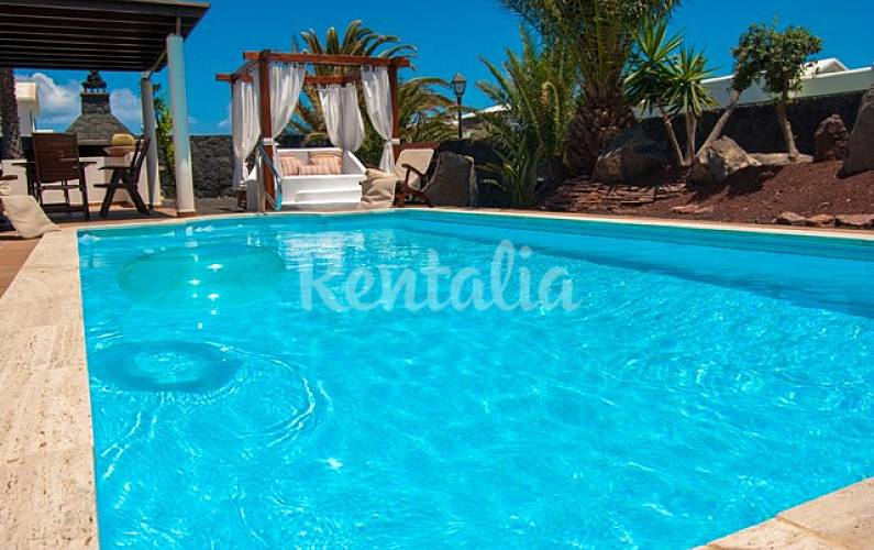 Villa Rosa Roja Playa Blanca