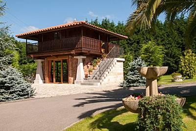 Casa hórreo con jardín privado Cantabria