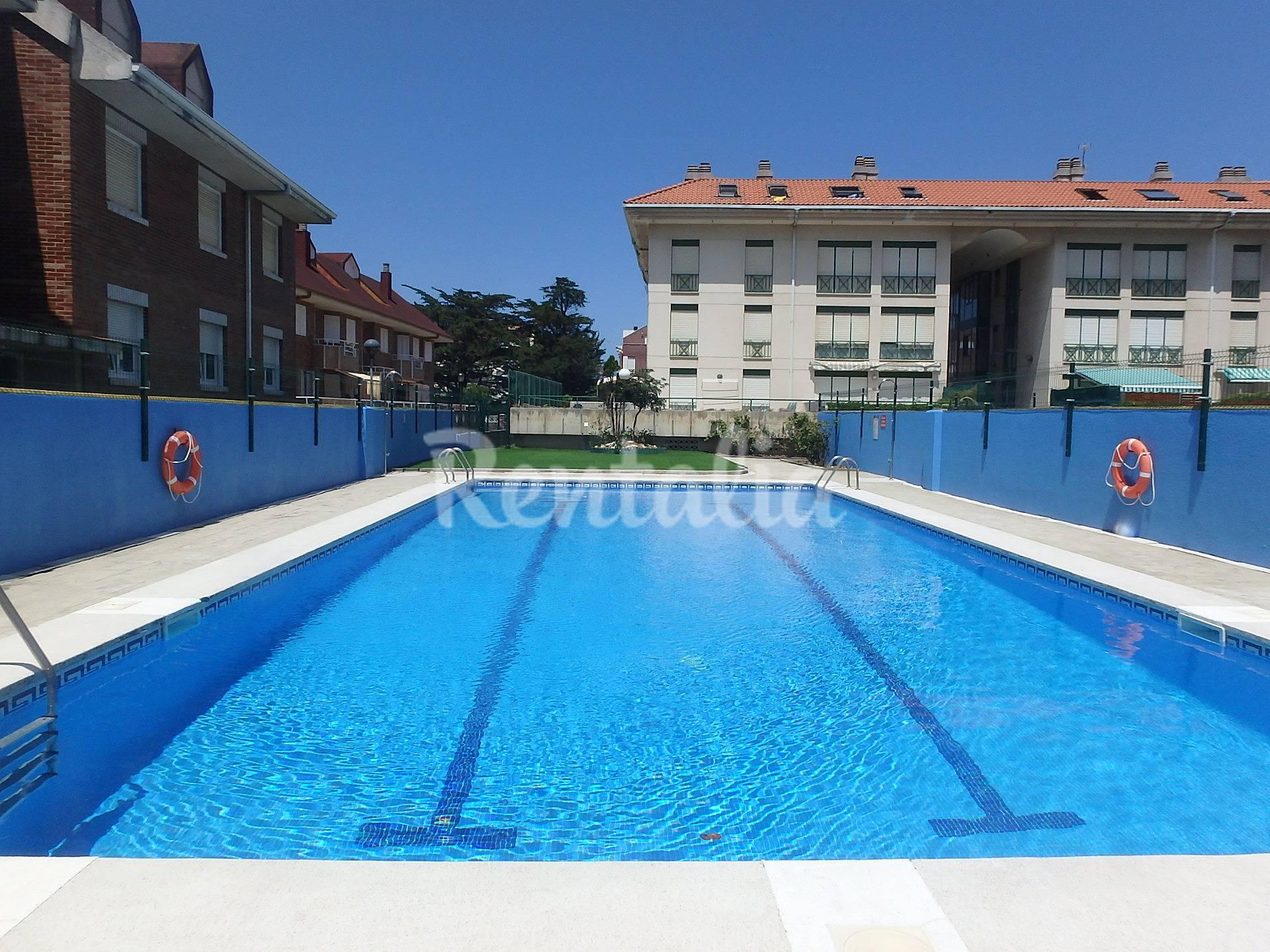 2 hab playa a 100 metros terraza 100 m2 piscina somo for Piscina 100 metros portugal