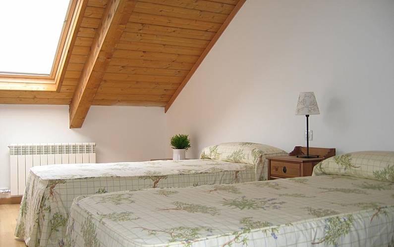 Apartamento con piscina jaca huesca pirineos espa oles for Piscina jaca