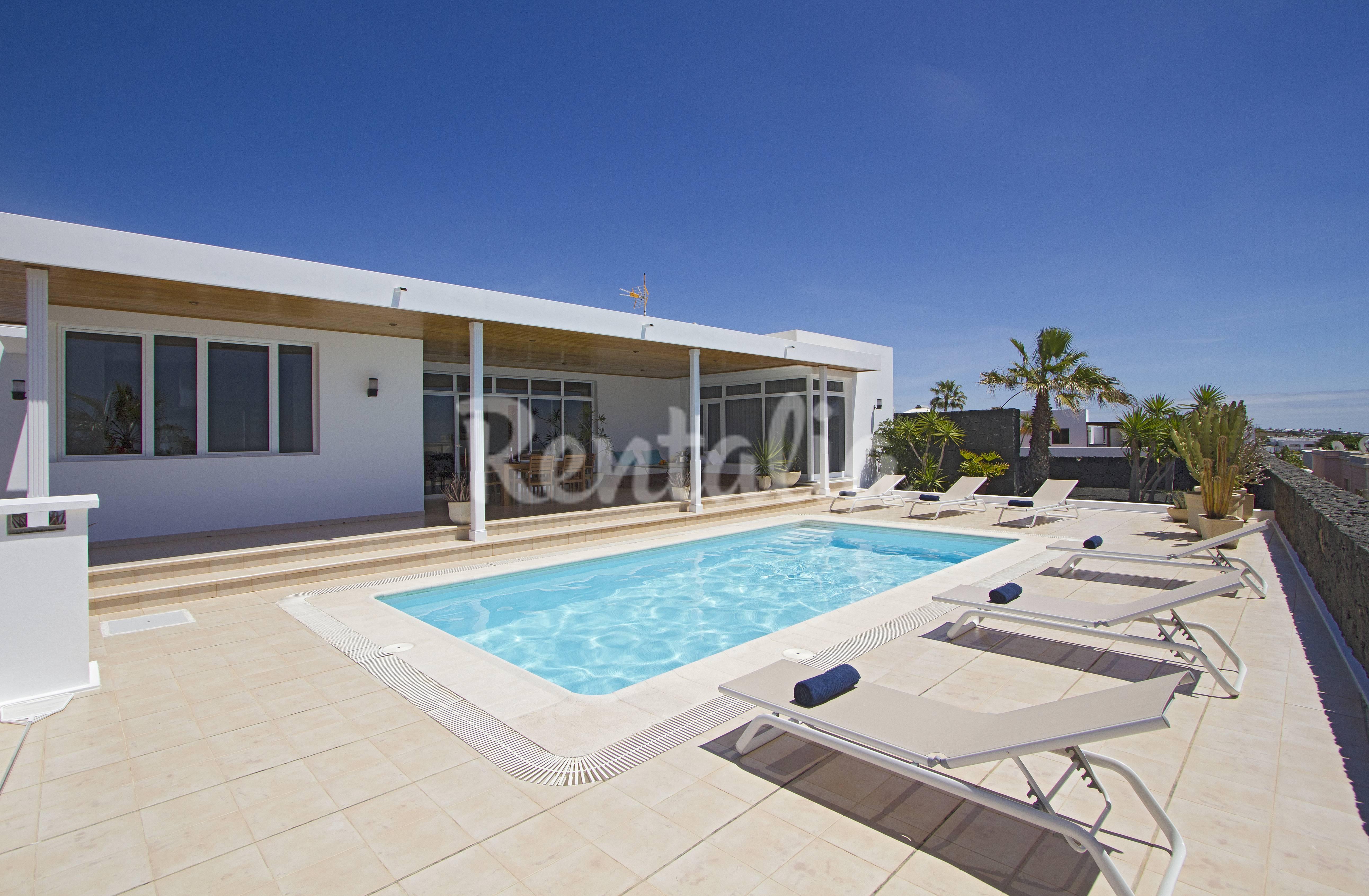 villa f r 6 personen 500 meter bis zum strand puerto. Black Bedroom Furniture Sets. Home Design Ideas