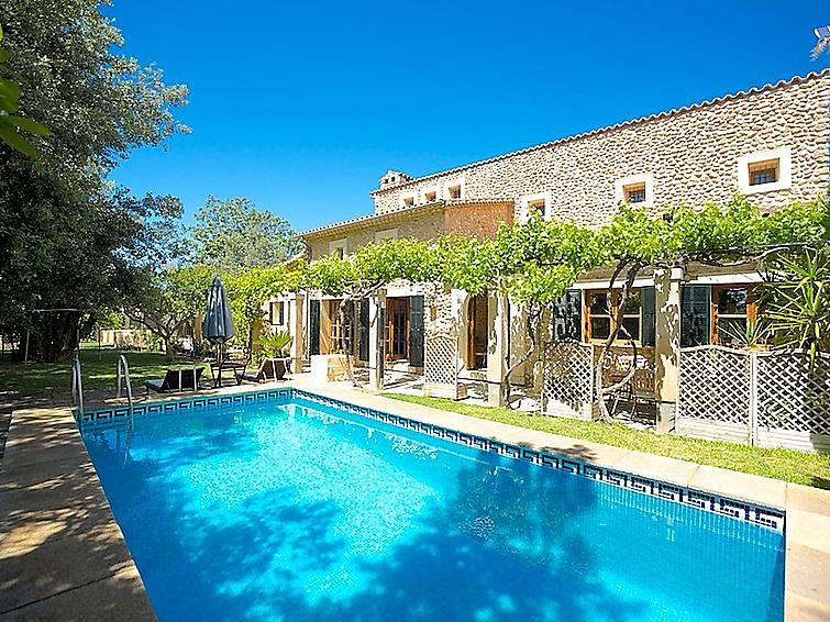 villa en alquiler con piscina inca mallorca