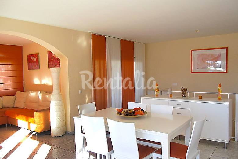 Villa for rent only 450 meters from the beach Girona