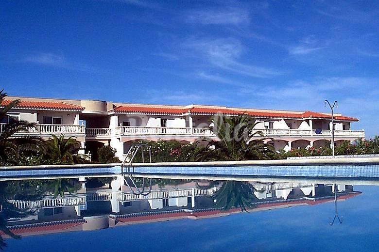 Apartamento en alquiler a 50 m de la playa riumar for Apartamentos jardin playa larga tarragona