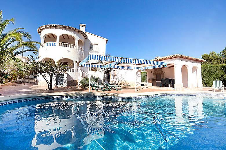 Villa en alquiler con piscina pla del mar teulada for Villas en calpe con piscina