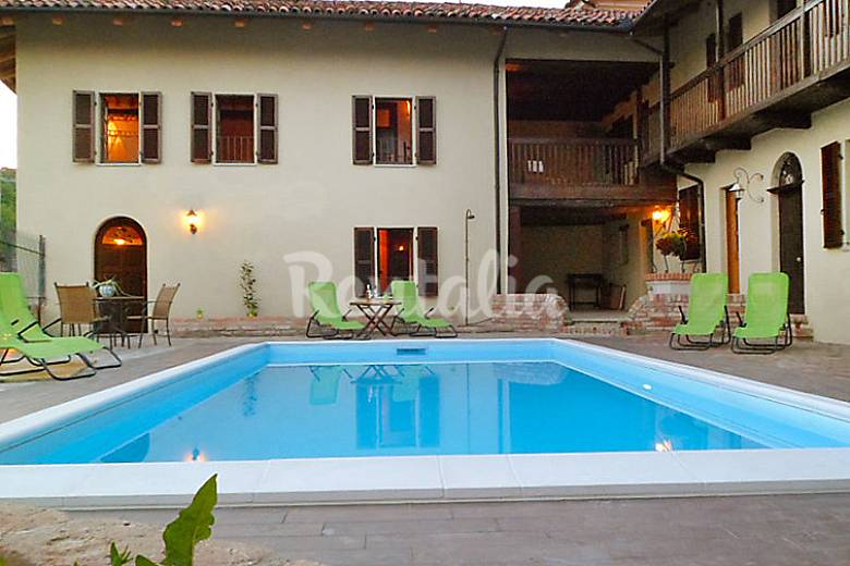 Appartement pour 5 personnes avec piscine frinco asti - Piscine pour personne handicapee ...