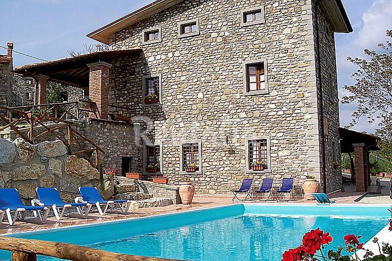 Casa en alquiler con piscina pianora caprese for Alquiler casas con piscina