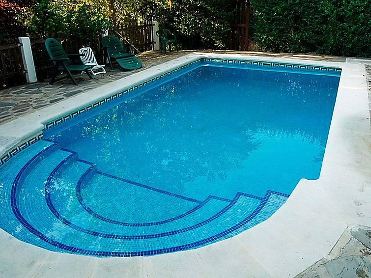 Villa para 8 personas con piscina laroles nevada for Piscina publica alhendin granada