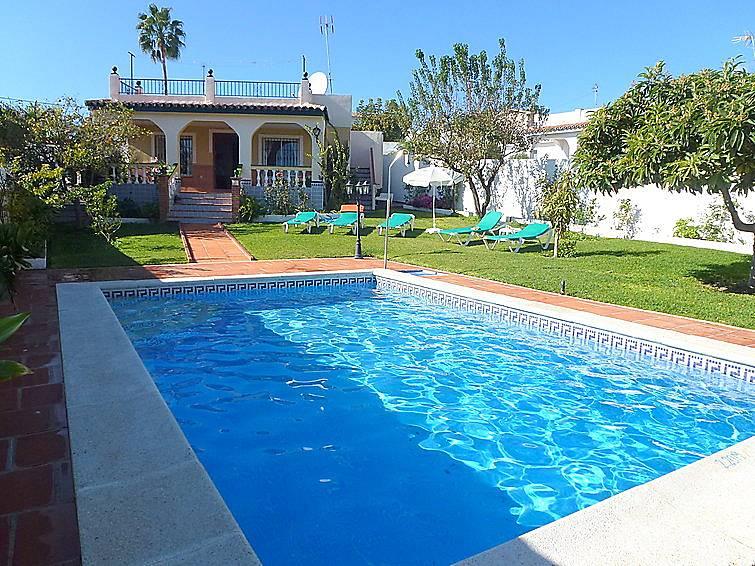Villa para 6 personas con piscina nerja m laga costa for Piscina publica malaga