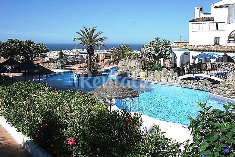 Apartamento para 5 personas con piscina nerja m laga for Piscina publica malaga