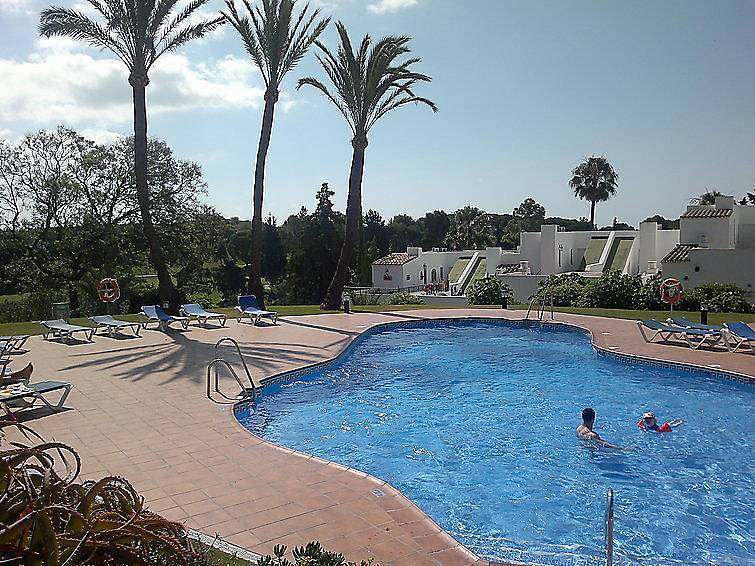 Casa en alquiler con piscina nueva andalucia puerto for Piscina publica malaga