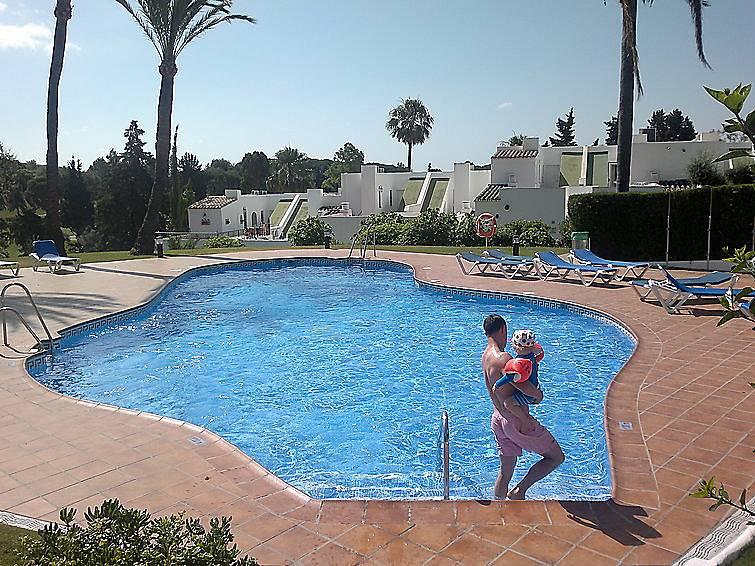 Casa para 4 personas con piscina nueva andalucia for Piscina publica malaga