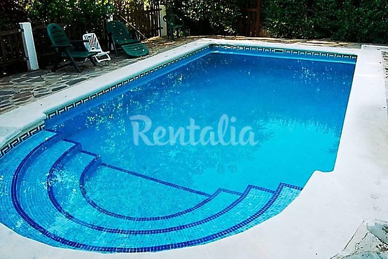 Villa en alquiler con piscina laroles nevada granada for Piscinas descubiertas granada