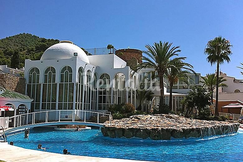 Apartamento para 3 personas con piscina nerja m laga for Piscina publica malaga