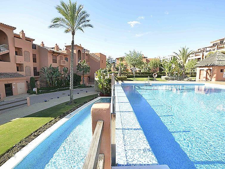 Apartamento en alquiler con piscina artola benahav s for Piscina publica malaga