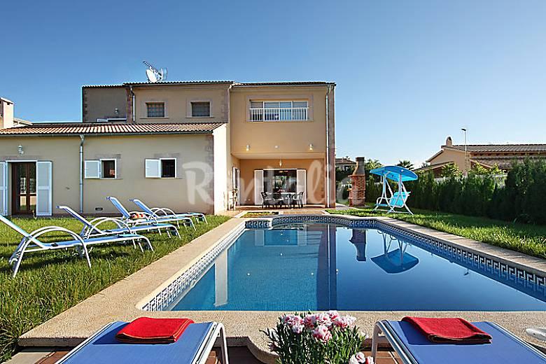 Casa para 8 personas con piscina pobla sa mallorca for Casas con piscina mallorca