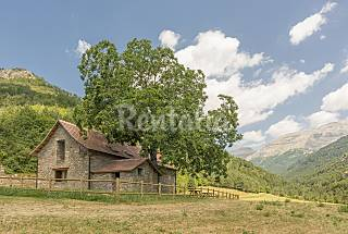 Two houses for 6 people each one in the Pyrenees. Huesca