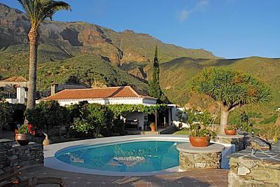 Piscinas naturales para disfrutar en verano idealista news for Casa rural para 15 personas con piscina
