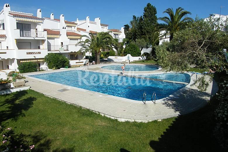Apartamento con piscina en roses puig rom mas oliva for Piscina roses