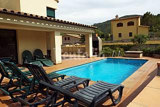 Spacious villa on outskirts of medieval village Girona