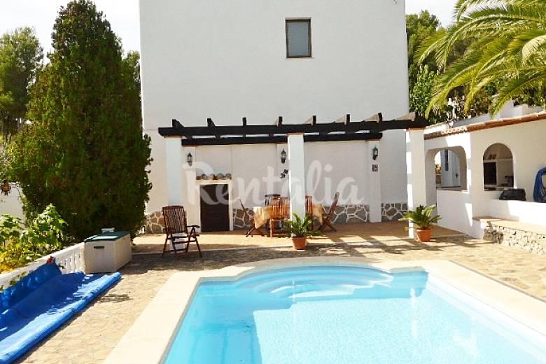 Villa cerca pe scola jard n terraza vistas mar for Piscina benicarlo