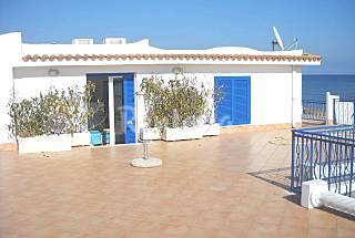 Apartamento para 4-6 personas en 1a línea de playa Latina