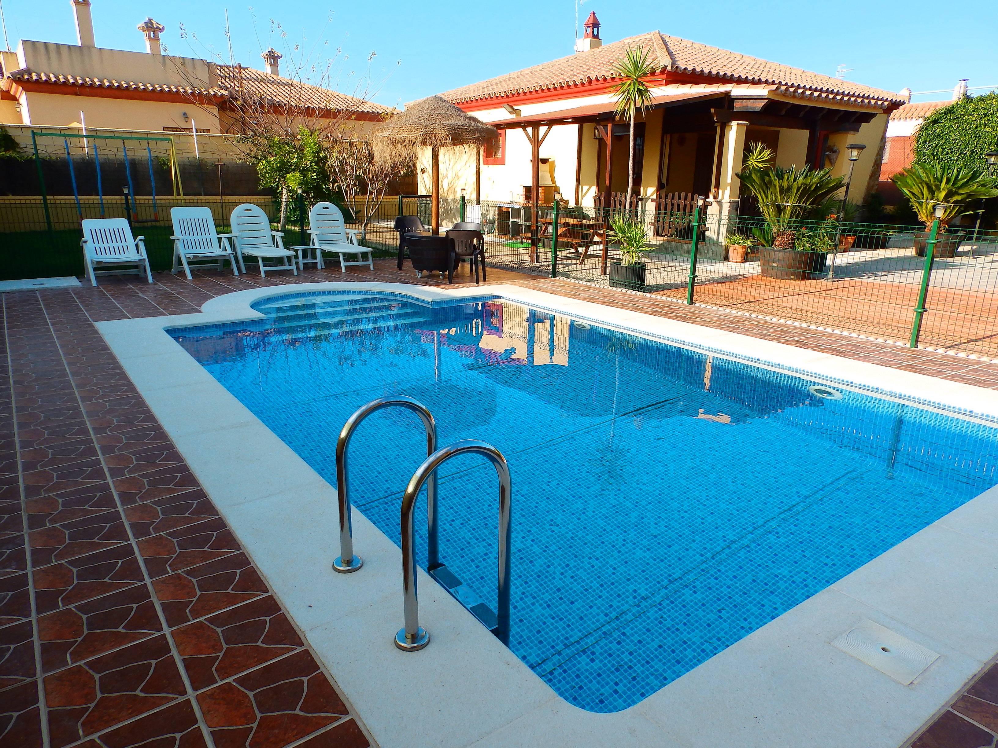 Alquiler de casas vacacionales en sanl car de barrameda for Casas con piscina cadiz alquiler