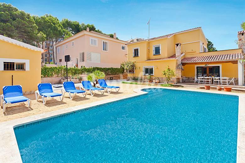 Fantastico chalet con piscina para 12 personas s 39 arenal for Piscina palma de mallorca