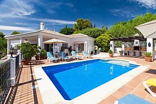 Villa for 8-11 people 3 km from the beach Málaga