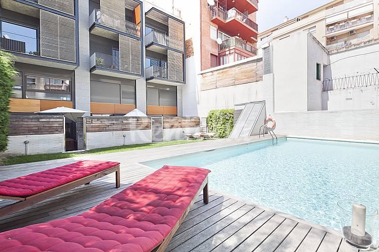 Tico en gr cia con terraza y piscina para 8 barcelona - Piscina terraza atico ...