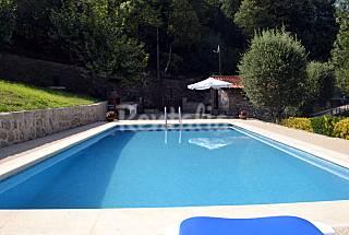 Small stone house  w/ pool, near Gerês Braga