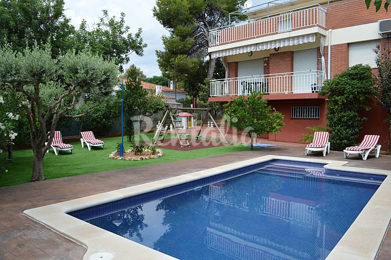 Chalet con piscina y barbacoa a 1500 m de la playa for Casas vacacionales con piscina