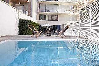 Moderno Duplex con Jardín Privado y Piscina Barcelona