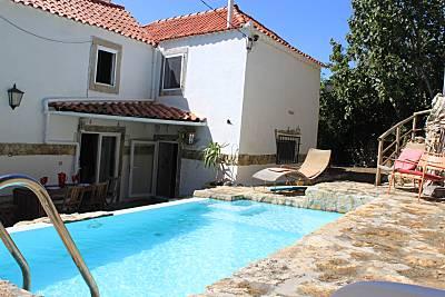 Vivenda com 2 quartos e piscina, a 2,5 km da praia Lisboa
