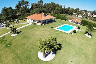 Vivenda para 11-18 pessoas a 5 km da praia Viana do Castelo