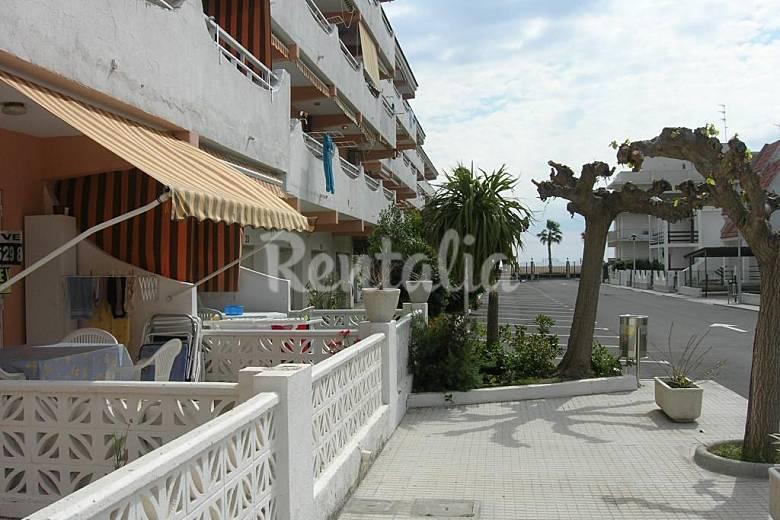 Apartamento para 2 4 personas a 40 m de la playa for Registro bienes muebles castellon