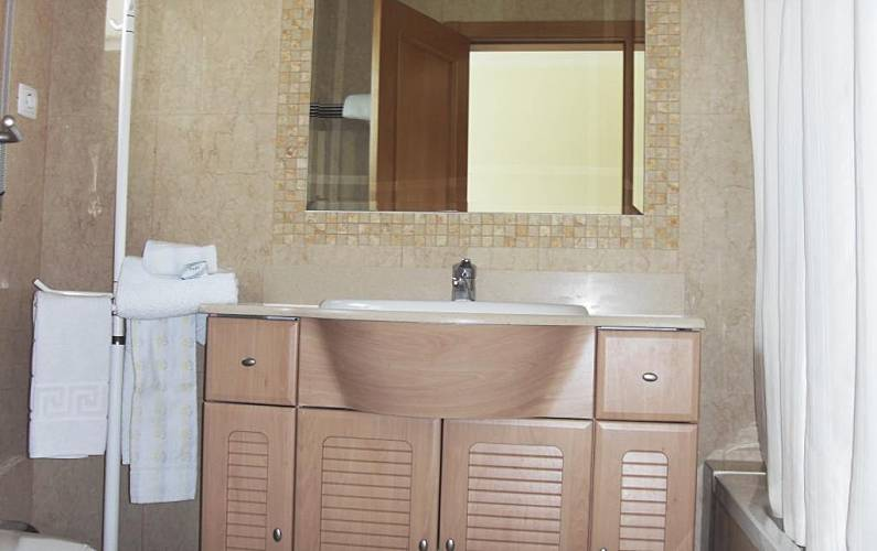 Apart. Bathroom Algarve-Faro Albufeira Apartment - Bathroom