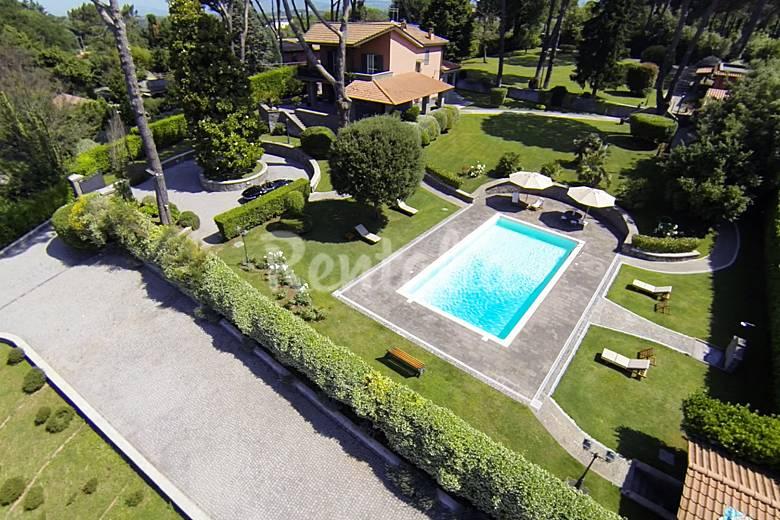 Villa lusso con piscina per 8 persone vicino roma - Piscina castelli romani ...